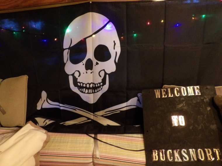 Bucksnort Skull & Crossbow Sign.jpg